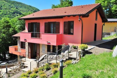 villa nuova fra lago e monti - Villa