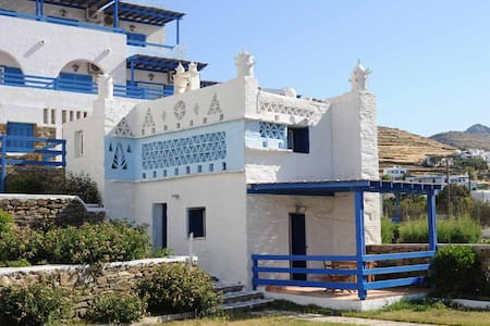 Tinos Beach Hotel - Bed & Breakfast