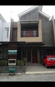 New Modern home - Garut  - Dom