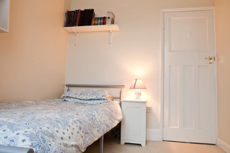 Bedroom to Let short term.
