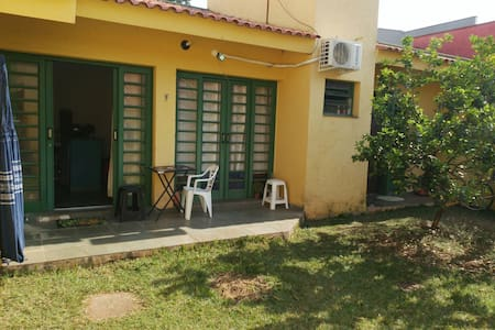 Casa com gramado em frente à Unicamp - Campinas - House