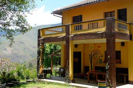 Tarapari Chulumani Guesthouse & Coffee Farm - Bed & Breakfast