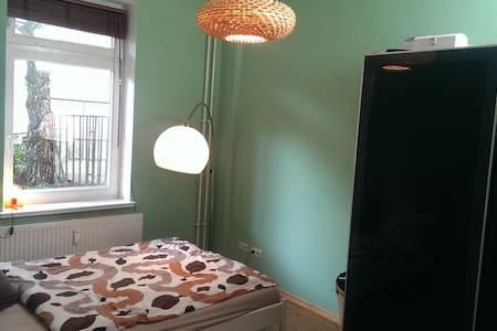 ruhiges Zimmer im Szeneviertel - Rostock - Apartamento
