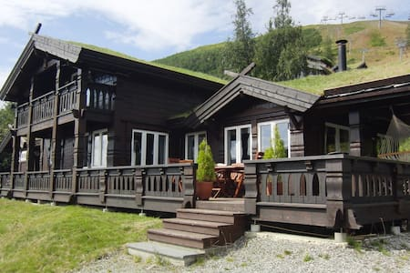 Luxurious Large Cabin in mountain resort - Voss
