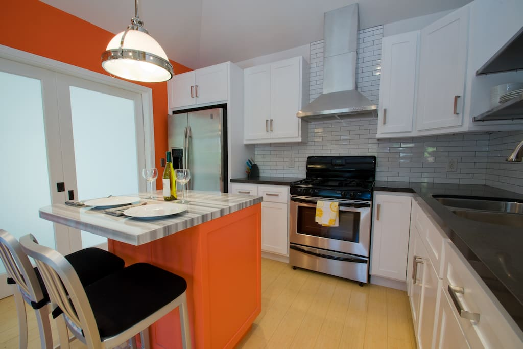 Enjoy cooking in this  kitchen with all the amenities!