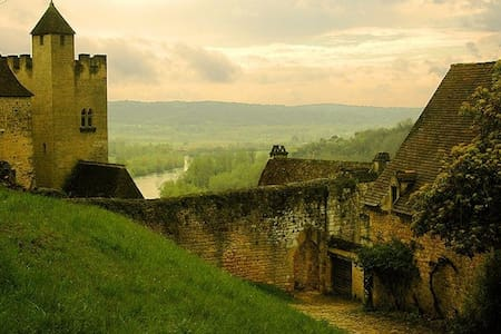 Medieval Cottage Next to a Castle! - Beynac-et-Cazenac - Ev