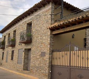 Apartamento entero en casa rural cerca de zaragoza - Lumpiaque
