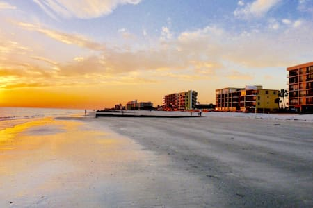 Mad Beach Wave Condo - Madeira Beach
