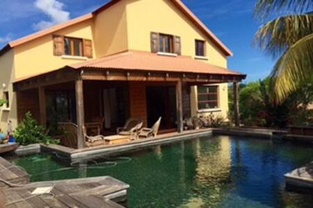 Villa Fleur de Lotus  avec une piscine écologique - Villa
