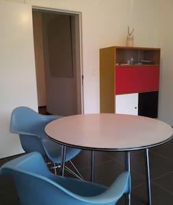 centraal gelegen modern appartement - Lakás