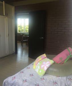 Casa Campestre Remodela, amoblada en Cerritos - Guesthouse