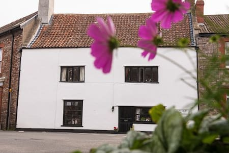 Cottage, 6 mins Bristol airport, en suite bathroom - Wrington