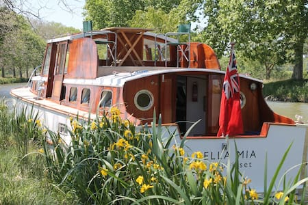 House boat on the Canal du Midi  - Mirepeisset
