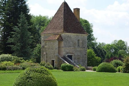 Room in a Castle Tower - Burgondy - Bed & Breakfast