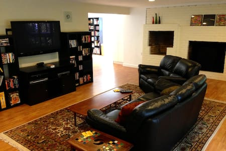 Spacious and Private 1BD/1BA Guest Apartment - Emerald Hills - Apartment