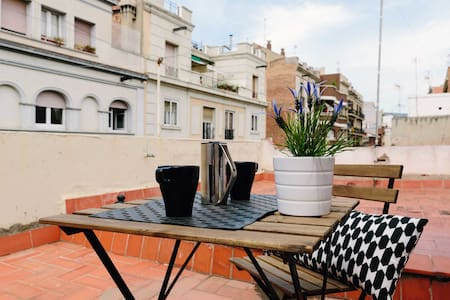 Fantastic Penthouse Gracia, the most emblematic area of Barcelona and Centrica! Loft Apartment Details Care Super Cozy Large Living room with double sofa bed, bathroom with shower and Kitchen, and 600ft2 terrace to enjoy the sun!