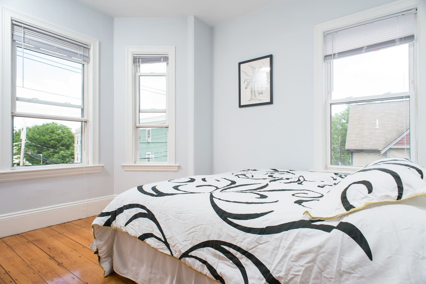 Guest bedroom with king sized bed (2 twin beds pushed together)