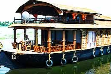 Live in the Indian houseboat