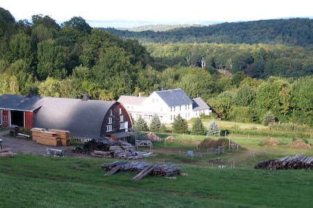 Sunrise Farm, Brattleboro Farm-stay - Pis