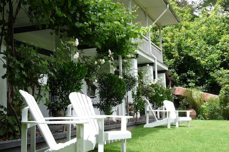 Brentwood B and B Apartment - Queen - Apartmen