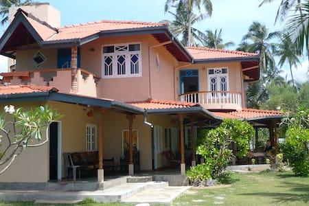 Beach Resort with large garden - Villa