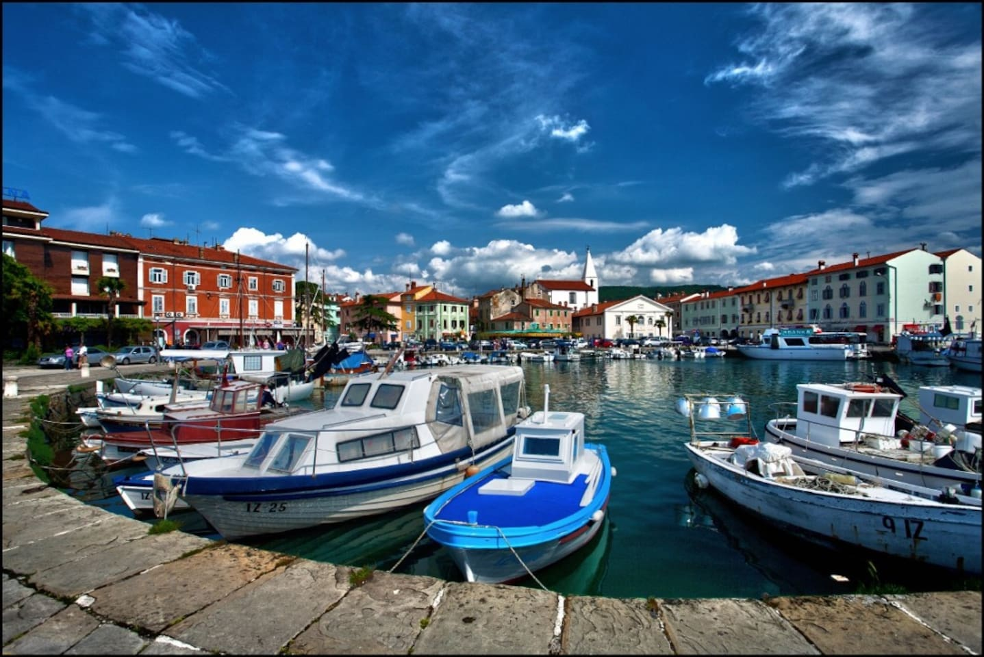 The old Mediterranean town of Izola lies on the south-west shore of the Gulf of Trieste, where the genuine traditions of fishing and winemaking, mysterious traces of the past, and the welcoming character of the locals merge together to form an unforgettab
