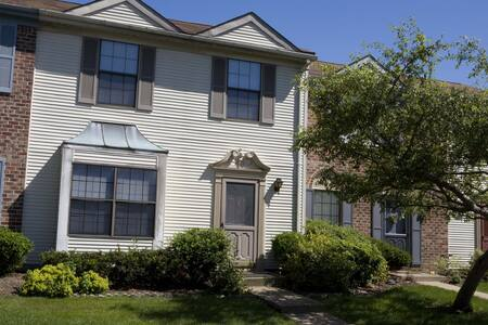 3 BR 2.5 Bath Townhome (147) - Pis
