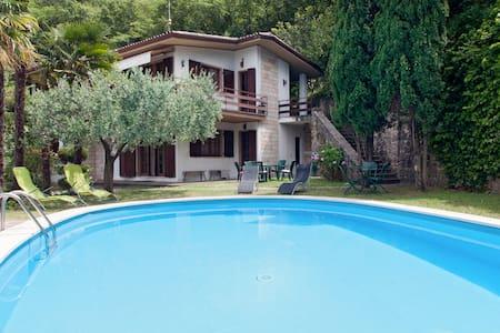 villa for 11 people, parking free - Castelletto di Brenzone
