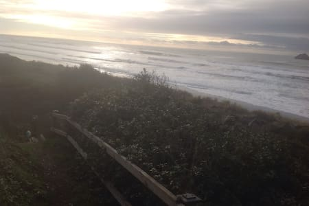 Sea Escape Oceanfront lodging rm#5 - Smith River - Appartement
