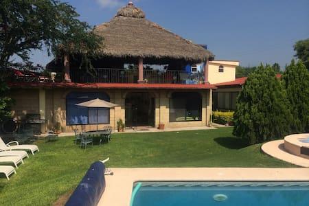 Preciosa Casa de Campo con Alberca  - House