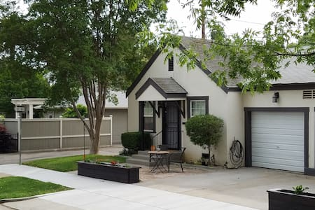 Cute Cottage in Downtown Lodi - House