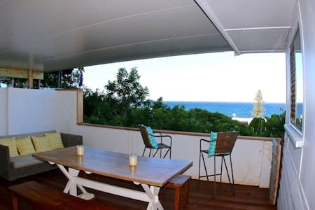 Beach Cabin - 100 metres to the beach - Sleeps 8 - Tugun