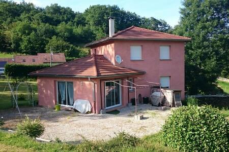 Belle maison village très calme - Ev