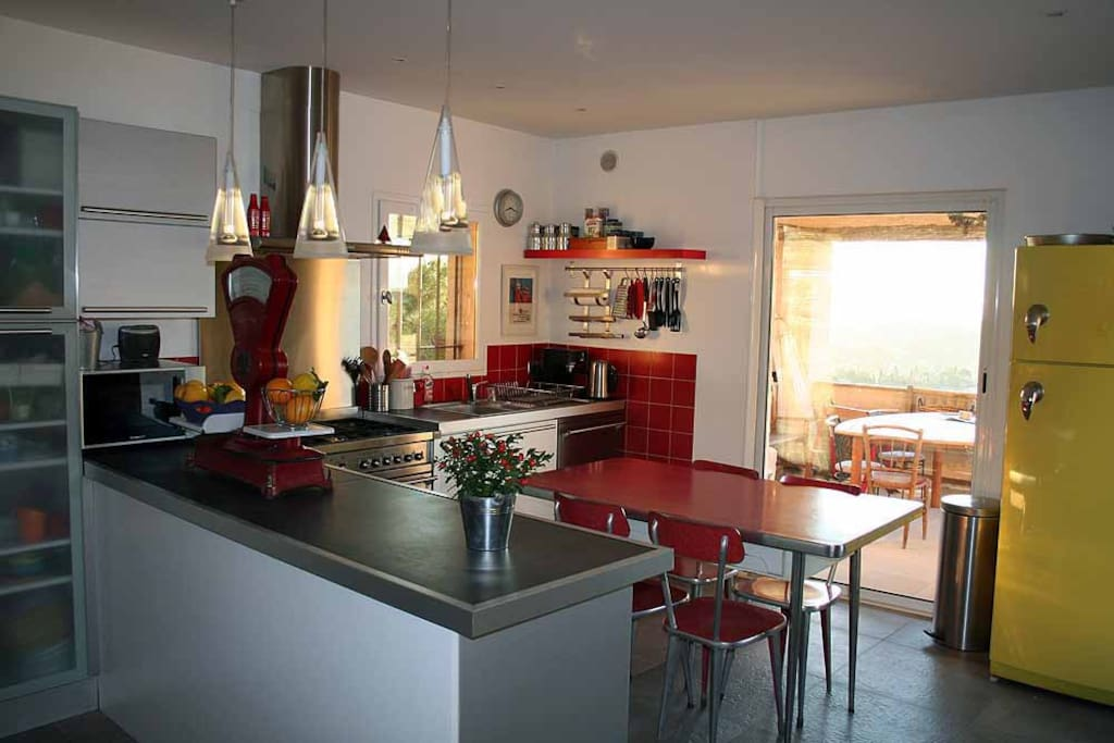 kitchen all equiped, direct access to the terasse