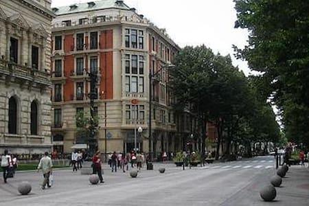 Habitación en el Centro de Bilbao con Desayuno - Hus