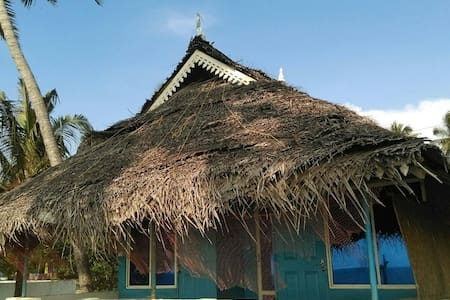 only sea facing hut in fortkochi