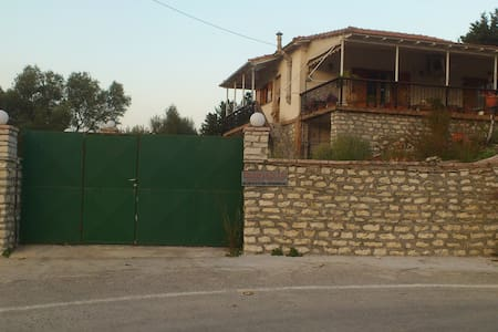 HOUSE FOR SUMMER HOLIDAYS IN LEFKAS - Lefkada - Ev