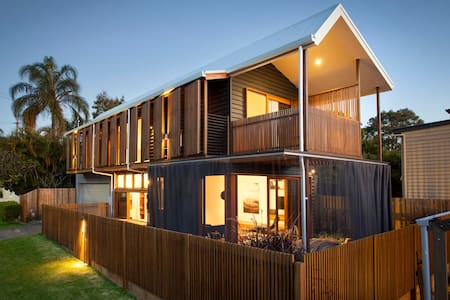 """Brisbane City - welcome to """"Architect's House"""" - Norman Park - Ev"""