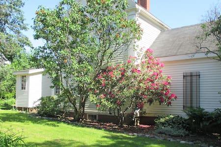 Maine Artist's Home - Dom