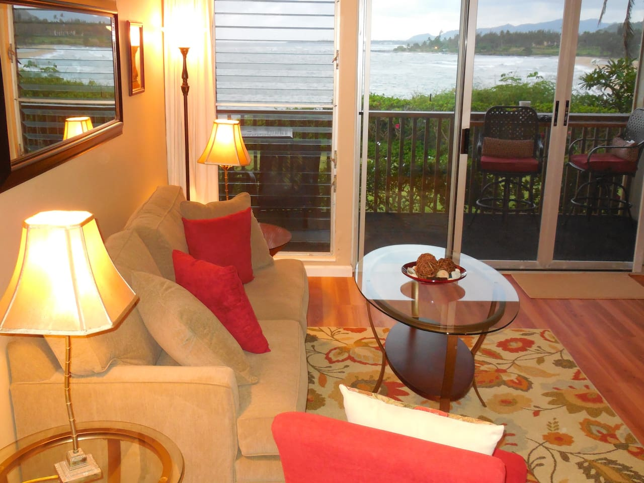 Sit on the Lanai or on the sofa to enjoy the view of the ocean and hear the waves