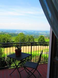 """CASA NINI"" a La Morra,nelle Langhe - Apartmen"