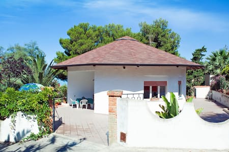 HOLIDAY HOUSE TORRE DI MANFRIA - Villa