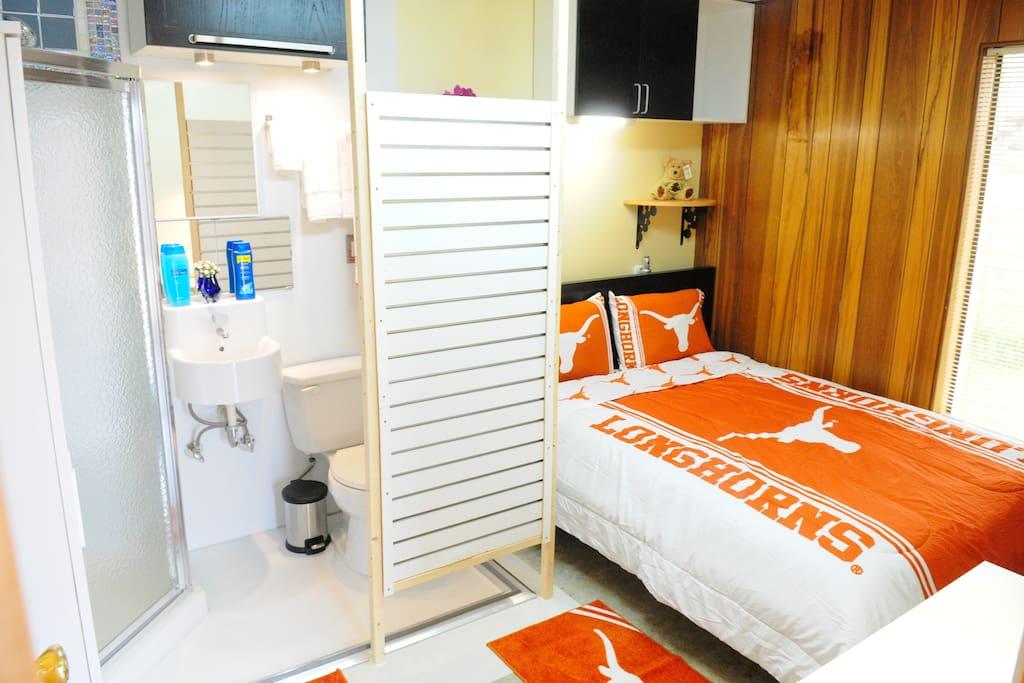 Austin Zen Stay / Longhorn Room 10
