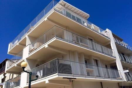 Nuovissimo appartamento sul mare - Reitano - Apartamento
