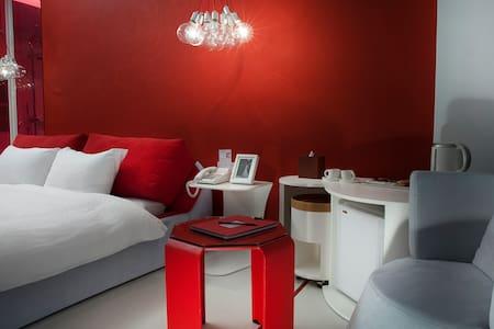 la palette熾熱紅色精緻雙人房-調色盤築夢會館 - Leilighet