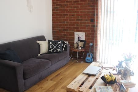 1 Bedroom within modern flat - Pis