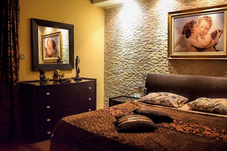Elegant Room with Private Bathroom in Central Area - Pis