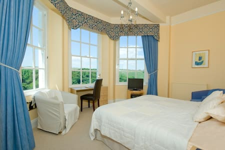 Commonwood Manor River View Room 4 - Looe