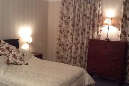 3)Whitchurch Cardiff 2 double rooms - Cardiff - Bed & Breakfast