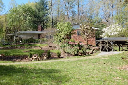 Country setting close to city vibe! - Swannanoa - Appartement